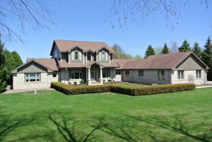 Property for sale at N68W30964 Club Cir E, Hartland,  WI 53029