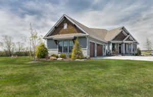 Property for sale at 1610 Whistling Hill Cir, Hartland,  WI 53029