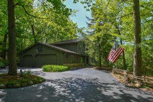 Property for sale at W310N6678 Chenequa Dr, Hartland,  WI 53029