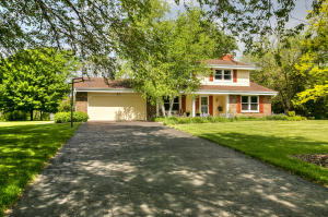 Property for sale at W298N5405 Green Briar Dr, Hartland,  WI 53029