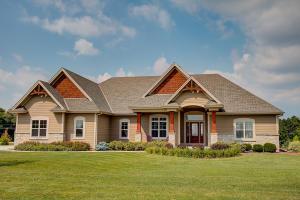 Property for sale at N33W29686 Woodridge Cir, Pewaukee,  WI 53072
