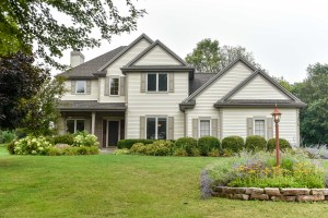 Property for sale at 305 Woodlands Ct, Hartland,  WI 53029
