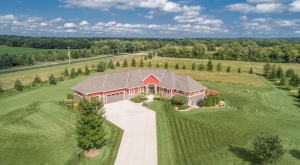 Property for sale at 1180 Ravinia View Ln, Summit,  WI 53066