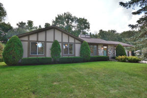Property for sale at 809 Crescent Ln, Hartland,  WI 53029