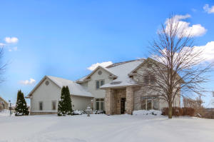 Property for sale at 427 W Red Pine Cir, Dousman,  WI 53118