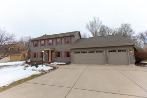 Property for sale at 613 Greenway Ter, Hartland,  WI 53029