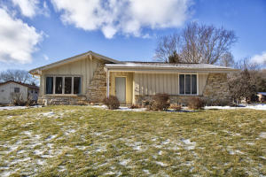 Property for sale at 756 E Imperial Dr, Hartland,  WI 53029