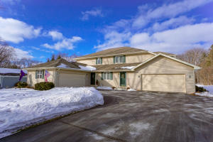 Property for sale at 1023 Sunset Dr, Delafield,  WI 53018
