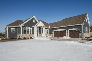 Property for sale at W299N3239 Woodridge Cir, Pewaukee,  WI 53072
