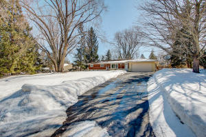 Property for sale at N33W22141 Hill N Dale Cir, Pewaukee,  WI 53072