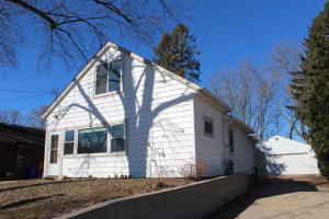 Property for sale at 2021 W Shore Dr, Delafield,  WI 53018