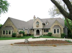 Property for sale at W283N3917 Yorkshire Trce, Pewaukee,  WI 53072