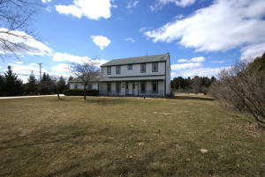 Property for sale at S16W32688 Luterbach Ct, Delafield,  WI 53018