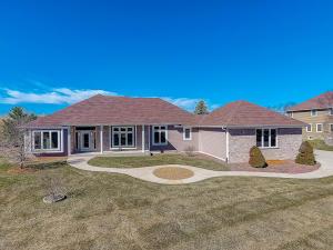 Property for sale at 817 Red Oak Dr, Oconomowoc,  WI 53066