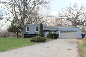 Property for sale at 220 Bischel Ct, Dousman,  WI 53118