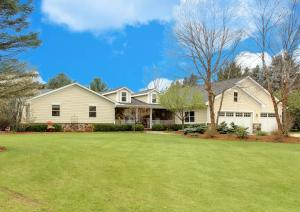 Property for sale at W336N6715 Prairieview Ct, Oconomowoc,  WI 53066