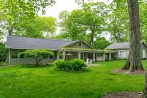 Property for sale at W292N2051 Elmhurst Dr, Pewaukee,  WI 53072