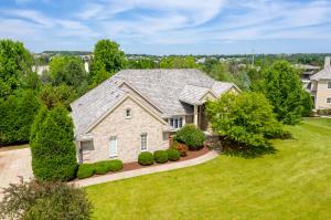 Property for sale at 402 N Thornbush Cir, Hartland,  Wisconsin 53029