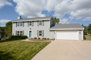 Property for sale at 1020 Eton Ct, Hartland,  Wisconsin 53029