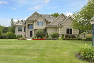 Property for sale at 600 N Thornbush Cir, Hartland,  Wisconsin 53029