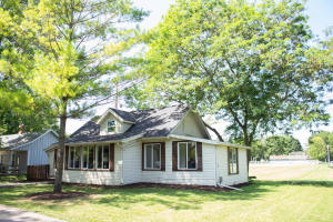 Property for sale at W273N2533 Prospect Ave, Pewaukee,  Wisconsin 53072