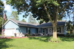 Property for sale at 1642 Hillcrest Dr, Delafield,  Wisconsin 53018