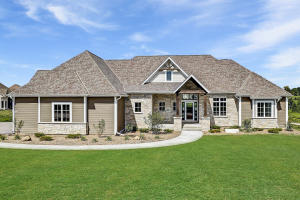 Property for sale at 1653 Whistling Hill Cir, Hartland,  Wisconsin 53029