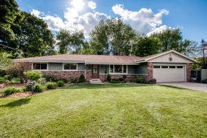 Property for sale at 1611 N Genesee St, Delafield,  Wisconsin 53018