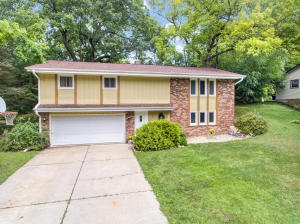 Property for sale at 720 Coventry Ln, Hartland,  Wisconsin 53029
