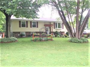 Property for sale at 289 Johnston Dr, Dousman,  Wisconsin 53118