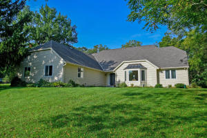 Property for sale at N1W31139 Wildwood Trl, Delafield,  Wisconsin 53018
