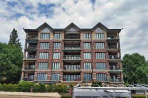 Property for sale at 318 N Lake Rd Unit: 401, Oconomowoc,  Wisconsin 53066