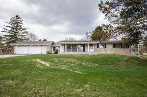 Property for sale at 503 Memory Ln, Hartland,  Wisconsin 53029