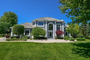 Property for sale at 1201 E Pineview Ct, Hartland,  Wisconsin 53029
