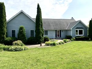Property for sale at N70W28615 Huntington St, Hartland,  Wisconsin 53029