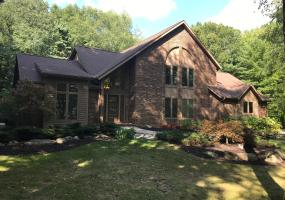 4542 Bracken Woods Drive, Okemos, MI 48864, 4 Bedrooms Bedrooms, ,3 BathroomsBathrooms,Residential,For Sale,Bracken Woods,241007
