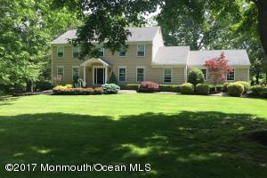 Lovely Reservoir Area Colts Neck Colonial