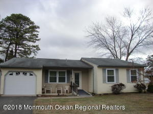 26 Central Avenue, Whiting, NJ 08759