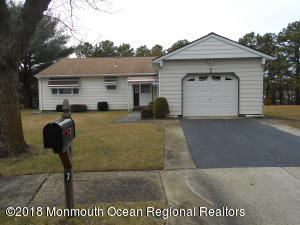 7 San Carlos Court, Toms River, NJ 08757