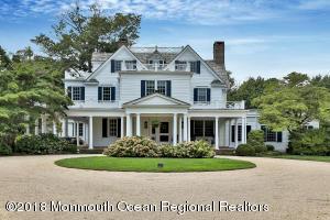 Exquisite Hampton's inspired elegance!