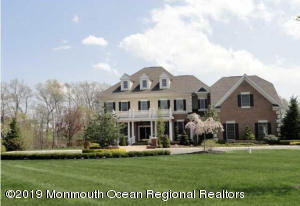 14 Crest Fruit Court, Manalapan, NJ 07726