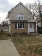 1 family detach with 6 rooms. 2 baths, garage, and great yard