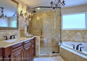 390 Alverson Avenue,Staten Island,New York,10309,United States,4 Bedrooms Bedrooms,8 Rooms Rooms,6 BathroomsBathrooms,Residential,Alverson,1116195