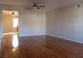 2 452 A Medina Street,Staten Island,New York,10306,United States,2 Bedrooms Bedrooms,5 Rooms Rooms,1 BathroomBathrooms,Res-Rental,Medina,1124109