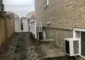1 30 Carlton Court,Staten Island,New York,10312,United States,3 Rooms Rooms,1 BathroomBathrooms,Res-Rental,Carlton,1124191