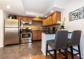 2j 20 Cliff Street,Staten Island,New York,10305,United States,1 Bedroom Bedrooms,4 Rooms Rooms,1 BathroomBathrooms,Residential,Cliff,1124415