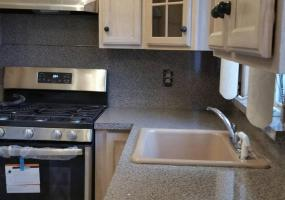 2 38 Alpine Court,Staten Island,New York,10310,United States,2 Bedrooms Bedrooms,4 Rooms Rooms,1 BathroomBathrooms,Res-Rental,Alpine,1124418