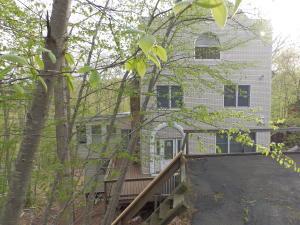 1015 Hampstead Rd, Bushkill, PA 18324