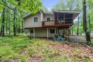 202 Country Club Dr, Lords Valley, PA 18428