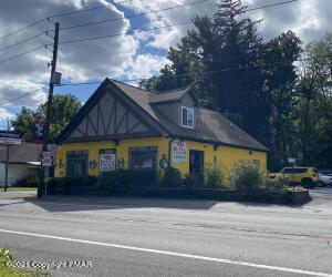 1127 Route 390 RTE, Cresco, PA 18326